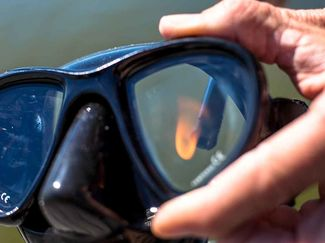 how to clean dive snorkeling mask