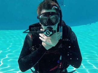 emergency scuba hang signals