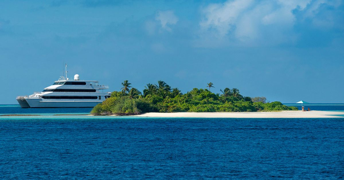Meet the Maldivian Mantas: All Aboard Four Seasons Explorer for an Expedition with the World's Leading Manta Ray Experts