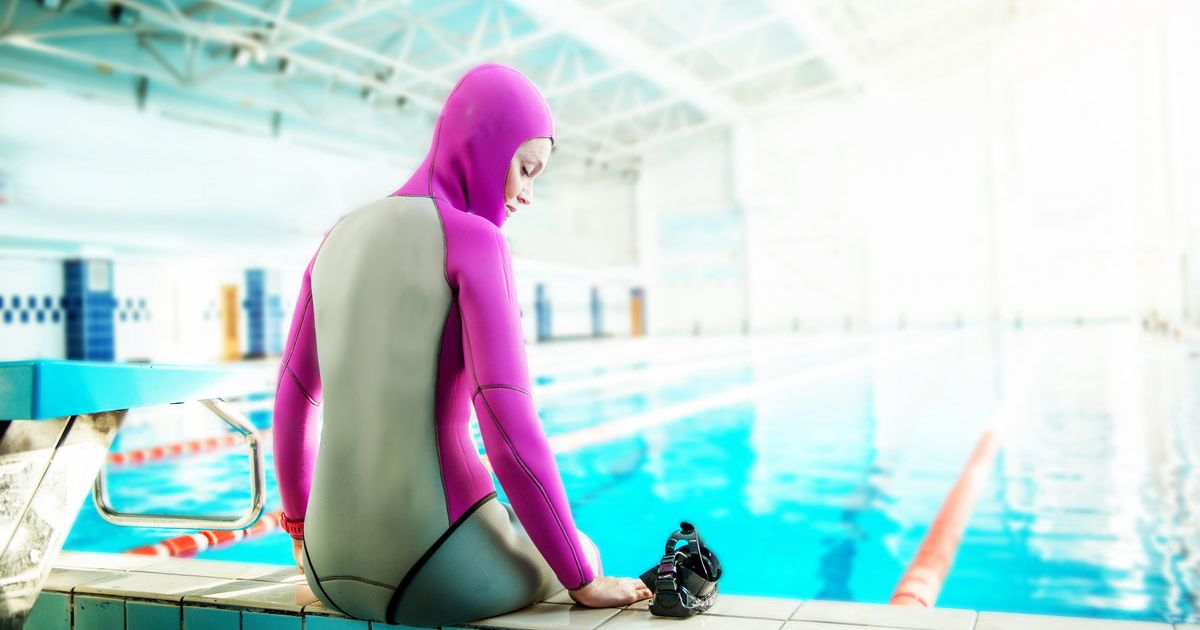 VIDEO: Freediver Attempts Underwater Yoga Record