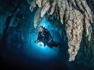 scuba diving caverns