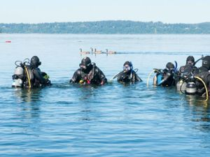 Army sergeant teaching scuba